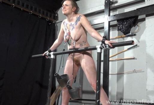 esclava, tortura, tetas, pezones, brutal, extremo, tatuajes, HD